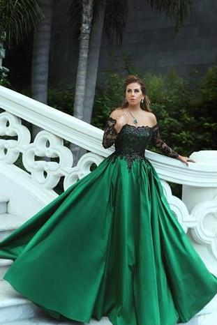Gorgeous 2018 New A Line Dark Green Evening Dresses Black Applique Long Sleeves Sweep Train Formal Prom Dress Party Gown
