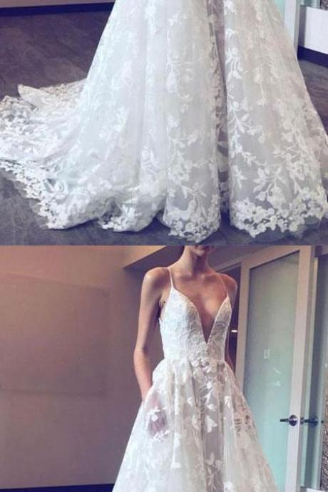 Exquisite A-Line V-Neck White Tulle Evening/Wedding Dress with Lace Appliques