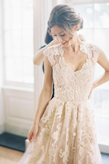 Romantic Wedding Dresses,Long Wedding Gown,Tulle Wedding Gowns,Lace Bridal Dress,2016 Wedding Dress,Unique Brides Dress,Lace Wedding Dresses,Vintage V neck Wedding Gowns